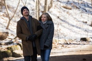 Aaron Paul e Amanda Seyfried in Padri e figlie