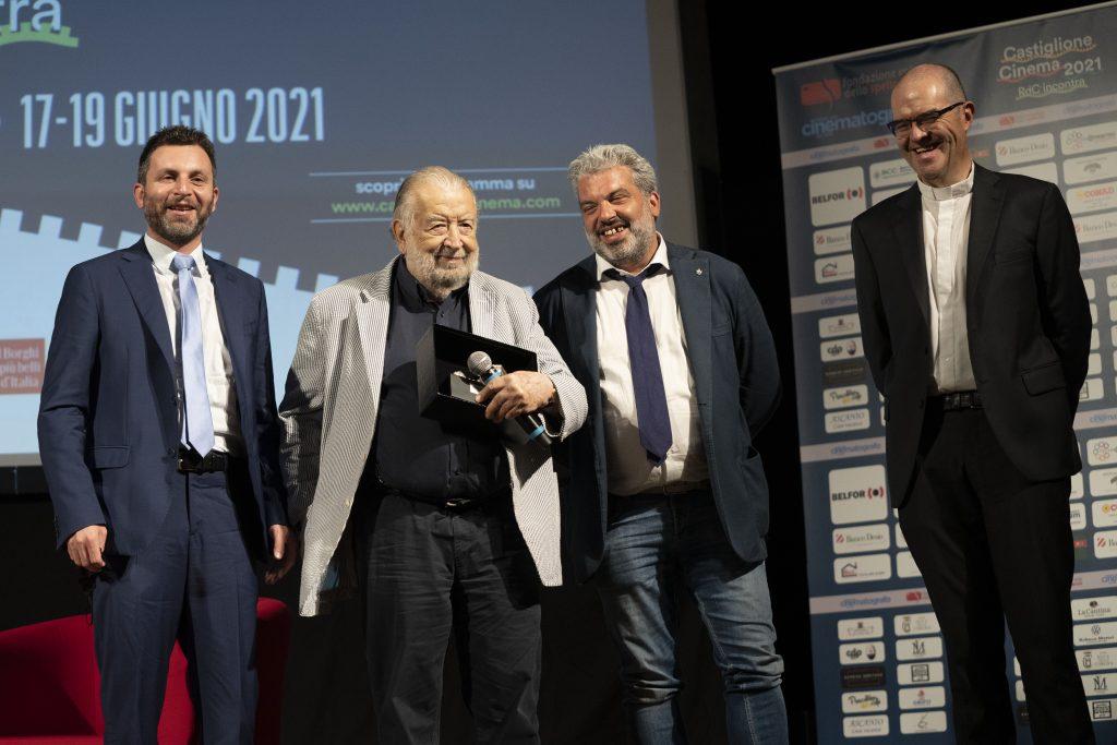 da sinistra: Matteo Burico (sindaco di Castiglione del Lago), Pupi Avati, Gabriele Giottoli (assessore del Comune di Perugia) e mons. Davide Milani (foto di Karen Di Paola)